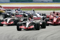Start: Fernando Alonso, McLaren Mercedes, MP4-22, leads the field