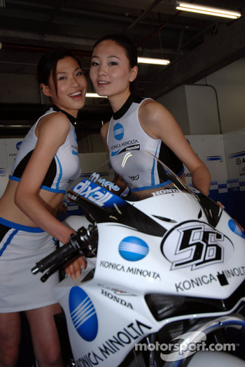 Charming Konica Minolta Honda girls