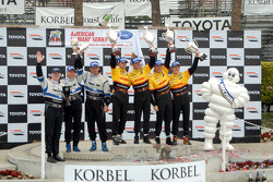 P2 podium: class and overall winners Romain Dumas and Timo Bernhard, with second place Sascha Maassen and Ryan Briscoe, and third place Butch Leitzinger and Andy Wallace
