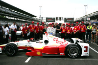 Helio Castroneves, Team Penske Chevrolet celebrates with his team