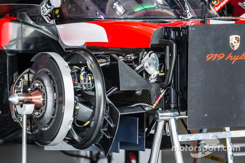 #17 Porsche Team Porsche 919 Hybrid voorrem detail