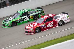 Kyle Larson, Chip Ganassi Racing Chevrolet and Austin Dillon, Richard Childress Racing Chevrolet