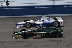 Helio Castroneves, Team Penske Chevrolet and Ed Carpenter, CFH Racing Chevrolet