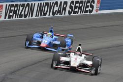 Will Power, Team Penske Chevrolet and Tony Kanaan, Chip Ganassi Racing Chevrolet