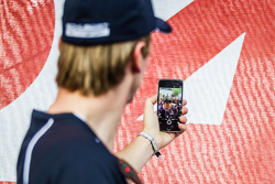 #20 Schubert Motorsport BMW Z4 GT3: Jens Klingmann makes a selfie