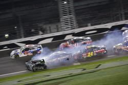 Denny Hamlin, Joe Gibbs Racing Toyota spins at the finish