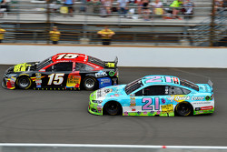 Clint Bowyer, Michael Waltrip Racing Toyota and Ryan Blaney, Woods Brothers Racing Ford