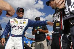 Jamie McMurray, Chip Ganassi Racing Chevrolet and Martin Truex Jr., Furniture Row Racing Chevrolet