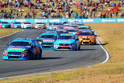 Mark Winterbottom leads the start, Prodrive Racing Australia Ford