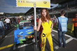 Gridgirl of Edoardo Mortara, Audi Sport Team Abt Audi RS 5 DTM