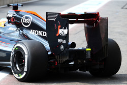 Fernando Alonso, McLaren MP4-30 with flow-vis paint on the rear wing