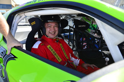 Motorsport.com photographer David Yowe rides with with Nathan Stacy