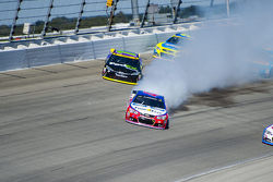 A.J. Allmendinger, JTG Daugherty Racing Chevrolet and Denny Hamlin, Joe Gibbs Racing Toyota