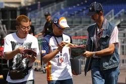 Heikki Kovalainen, Renault F1 Team, signs autographs