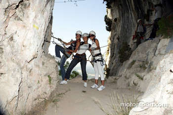 Formula Unas girls in a mountain climbing expedition: Adriana Arevalo, Paola Ramirez and Estefania Bejarano