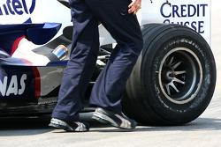 BMW Sauber F1 Team, F1.07, scuffed sidewall on a Bridgestone tyre