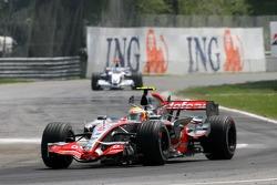 Lewis Hamilton, McLaren Mercedes, MP4-22 and Nick Heidfeld, BMW Sauber F1 Team, F1.07