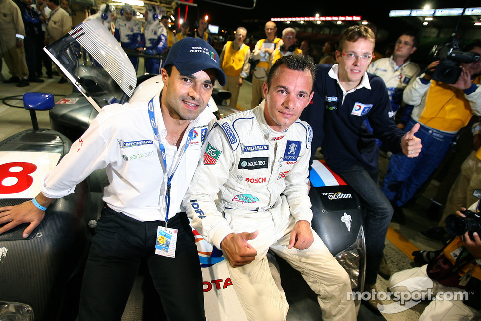 Provisional pole winner Stéphane Sarrazin celebrates with teammates Pedro Lamy and Sébastien Bourdais