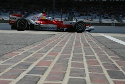 Feature at Start / Finish Line, Jarno Trulli, Toyota Racing, TF107