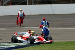 Ralf Schumacher, Toyota Racing, TF107 stopped on first corner after a crash