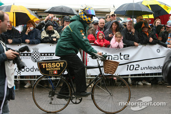 Team Lotus take the Milk Race very seriously!