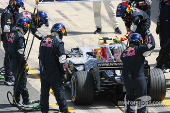 Mark Webber, Red Bull Racing, RB3 pitstop