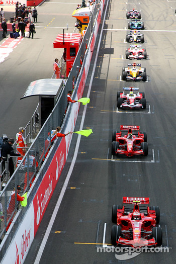 Felipe Massa, Scuderia Ferrari, F2007, had a technical problem and caused an aborted start