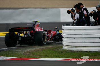 Scott Speed, Scuderia Toro Rosso, STR02, passes photographers during the session