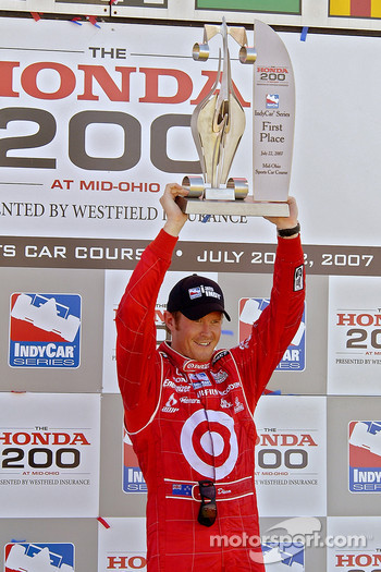 Scott Dixon takes three in a row