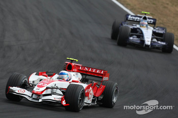 Anthony Davidson, Super Aguri F1 Team, SA07 and Alexander Wurz, Williams F1 Team, FW29