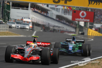 Felipe Massa, Scuderia Ferrari, F2007 and Rubens Barrichello, Honda Racing F1 Team, RA107