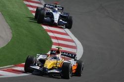 Heikki Kovalainen, Renault F1 Team, R27 and Nico Rosberg, WilliamsF1 Team, FW29