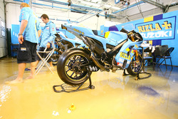 Flooded pitbox of Rizla Suzuki team