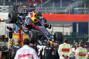 David Coulthard, Red Bull Racing, RB3 taken back to the pit lane