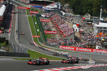 Start, Fernando Alonso, McLaren Mercedes, MP4-22 leads Lewis Hamilton, McLaren Mercedes, MP4-22