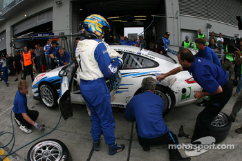 Pitstop for #30 Mhlner Motorsport Porsche 997 GT3 Cup: Heinz-Josef Bermes, Ulf Karlsson