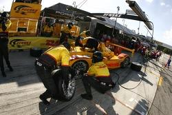 Pitstop for #6 Penske Racing Porsche RS Spyder: Sascha Maassen, Ryan Briscoe, Emmanuel Collard