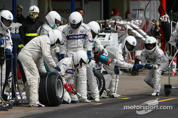 BMW Mechanics pit stop