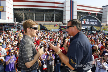 Jamie McMurray talks with Jeff Hammond at the Irwin Ultimate Craftsman Challenge