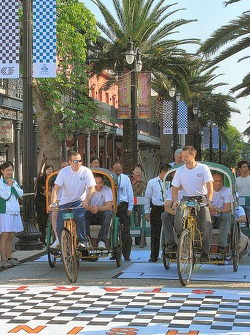 Pedicab start - WTCC versus Superbikes