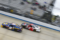 Chase Elliott, JR Motorsports Chevrolet and Darrell Wallace Jr, Roush Fenway Racing Ford