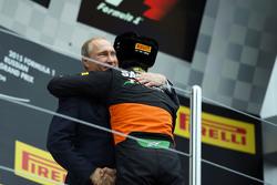 Sergio Pérez, Sahara Force India F1 celebra su tercer lugar con el Presidente de Rusia Vladimir Putin