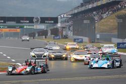 Start: #8 Race Performance Oreca 03R Judd: Shinji Nakano, Nicolas Leutwiler leads