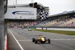 Race 2 Winner Antonio Giovinazzi, Jagonya Ayam with Carlin Dallara Volkswagen
