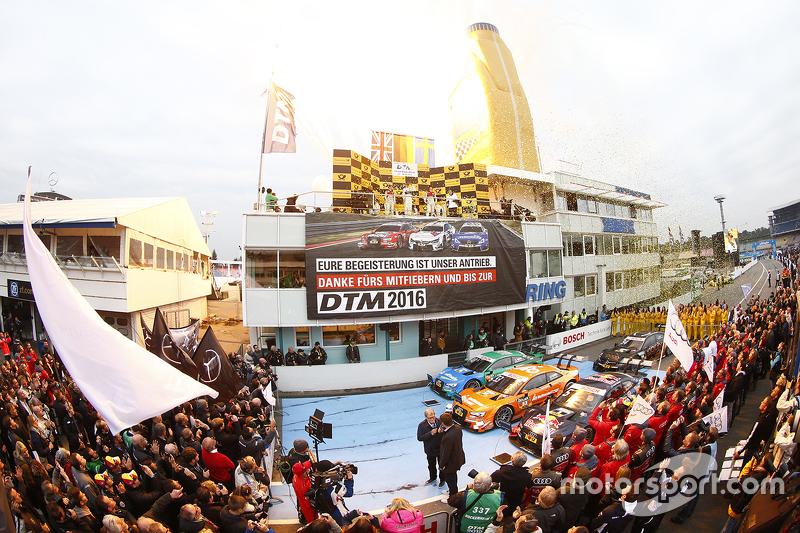 Podio campeonato: Pascal Wehrlein, HWA AG Mercedes-AMG C63 DTM