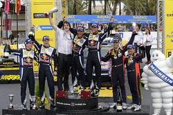 Podio: ganadores Andreas Mikkelsen y Ola Floene, Volkswagen Motorsport, segundo lugar Jari-Matti Latvala y Miikka Anttila, Volkswagen Motorsport, tercer lugar Daniel Sordo y Marc Marti, Hyundai Motorsport