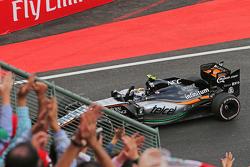 Sergio Perez, Sahara Force India F1 VJM08 aan de finish