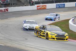 Brad Keselowski, Team Penske Ford and Casey Mears, Germain Racing Chevrolet
