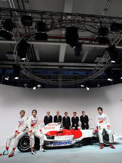 Jarno Trulli, Timo Glock and Kamui Kobayashi pose with the new Toyota TF108