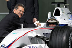 Dr. Mario Theissen, BMW Sauber F1 Team, BMW Motorsport Director shake hands